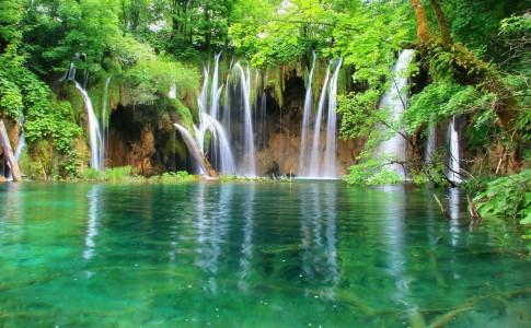 Cabecera para Las montañas azules by paginasdechocolate